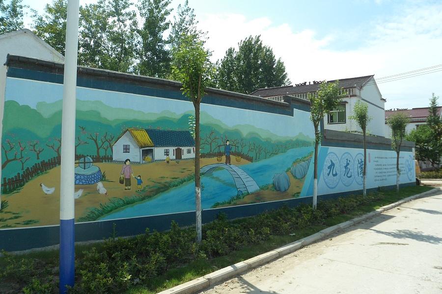 幼儿园的墙面到底是用墙体彩绘还是墙体手绘?