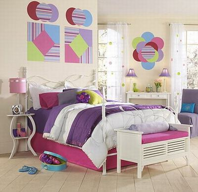 设计儿童房手绘墙的时候,需要综合多种因素